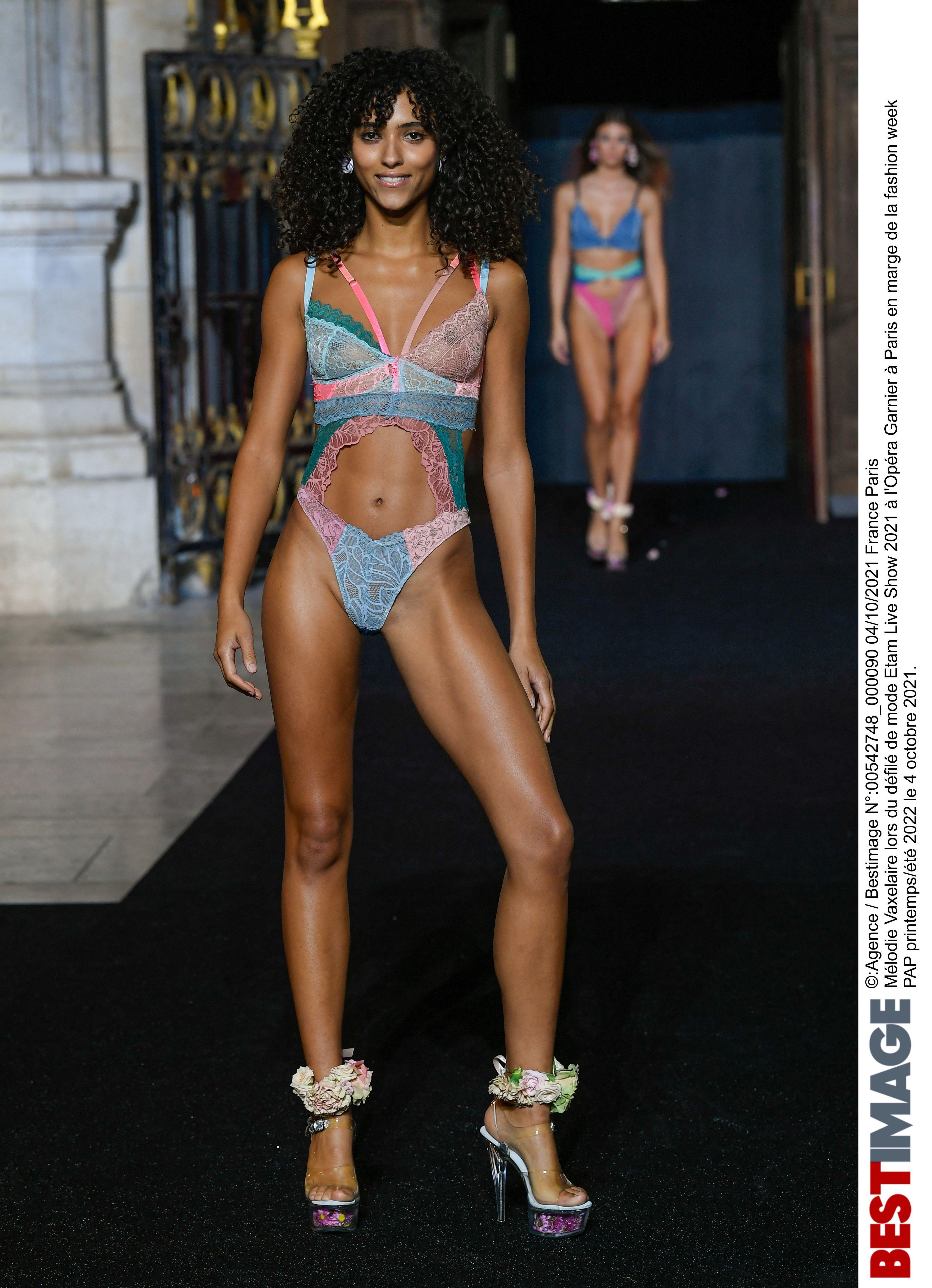 Mélodie Vaxelaire lors du défilé de mode Etam Live Show 2021 à l'Opéra Garnier à Paris en marge de la fashion week PAP printemps/été 2022 le 4 octobre 2021. Etam Live Show in Paris on october 4th 2021