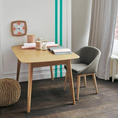 Le bureau ne doit pas toujours être adossé au mur. Le disposer perpendiculairement peut être intéressant dans certains cas.