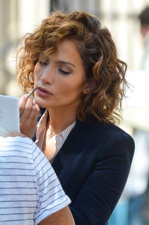 Sur cheveux bouclés, comme Jennifer Lopez
