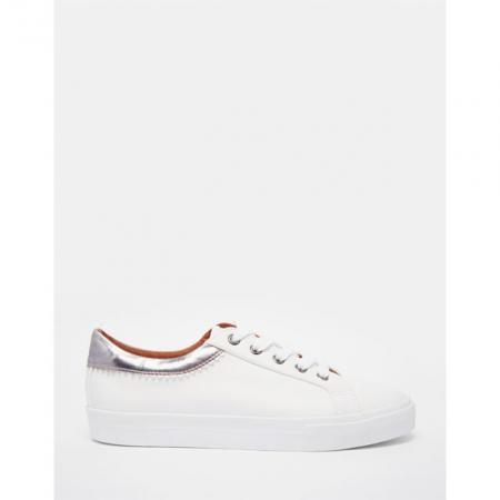 1dda0c99bc7 SHOPPEN: 10 paar witte sneakers onder de 50 euro