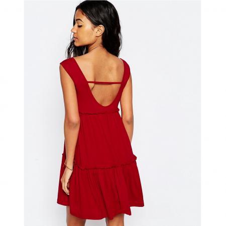 rode jurk met open rug