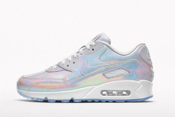 ef3c588e5fd WOW: deze holographic Nikes zijn perfect voor de zomer
