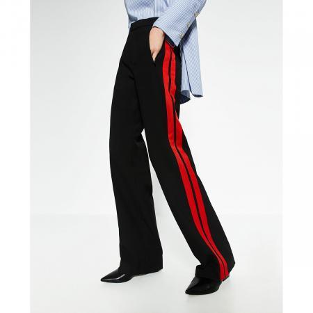 Pantalon à bandes latérales rouges Zara