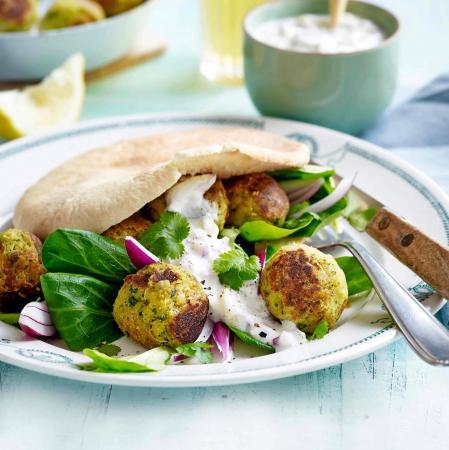 Maandag: Vegetarische pita met yoghurtdip