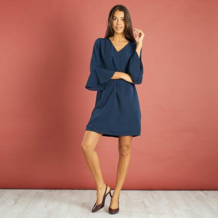 Robe bleue à manches pagodes