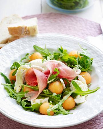 Woensdag: salade met mozzarella, meloen en gerookte ham
