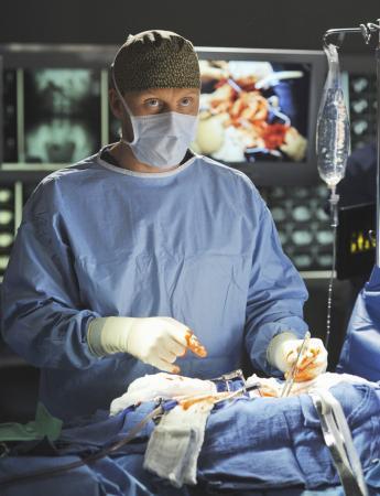 13. Voor de operatiescènes worden echte chirurgen gebruikt