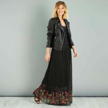 Longue jupe en résille brodée de fleurs