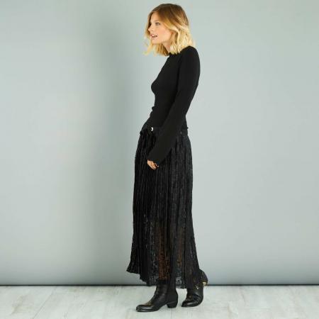 Longue jupe en dentelle