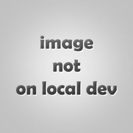 Polenta met spinazie, pesto en gerookte kikkererwten