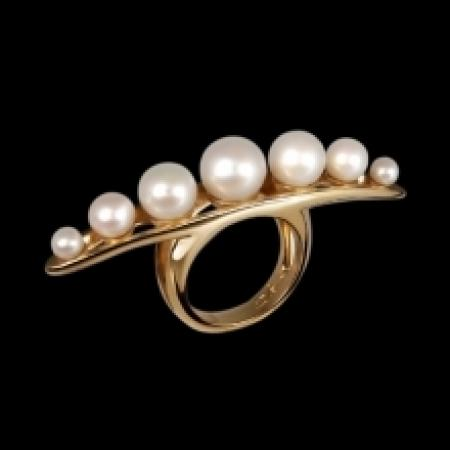 Betony Vernon String of Pearls Massage Ring – 4400 euro