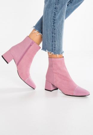 Roze enkellaarsjes