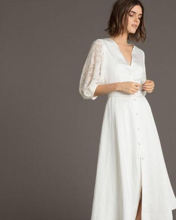 Witte jurk in satijn met kanten driekwartsmouwen 'Ines Oui'