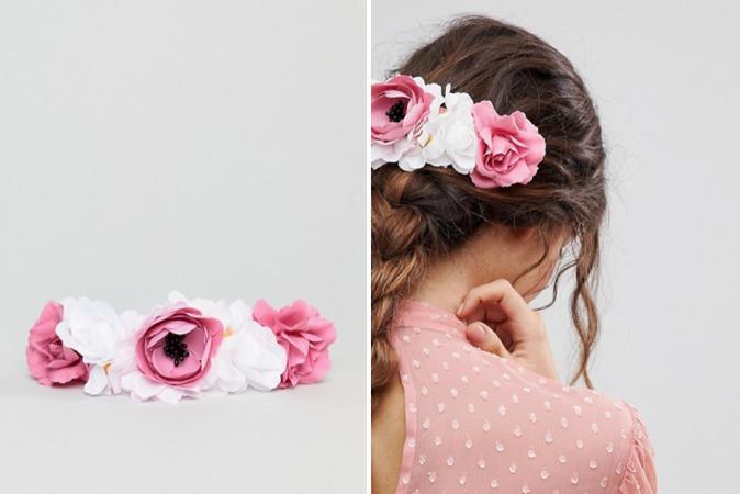 Haarspeld met witte en roze stoffen bloemen