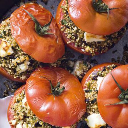 Gevulde tomaat met quinoa, groentjes en feta