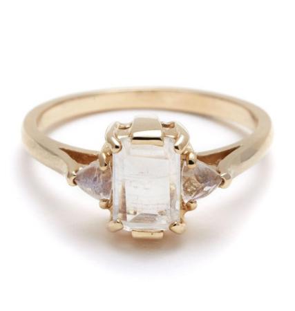 Gouden ring met maansteen