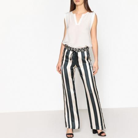 Pantalon satiné à rayures noires et blanches