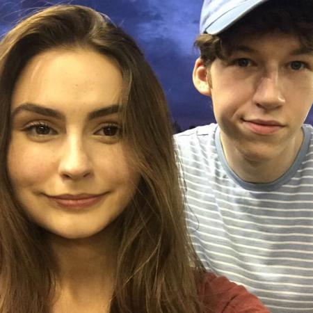 Devin Druid (Tyler) en studente Lauren Eggleton