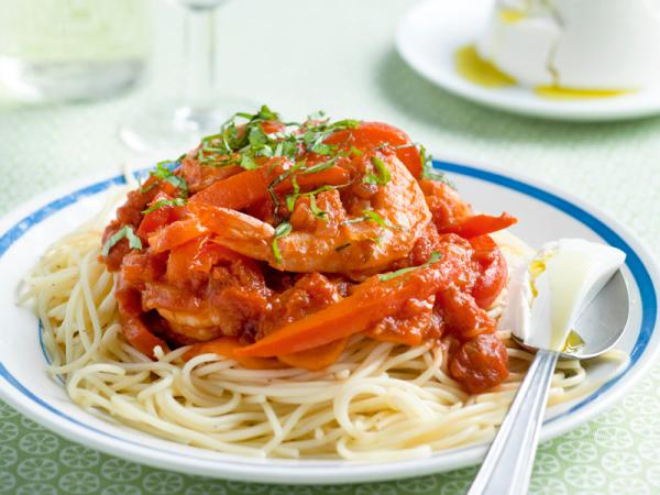 Maandag: spaghetti met pikante tomatensaus en scampi's