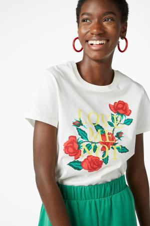 Wit T-shirt met opschrift 'Love Me Not'