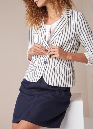 Witte blazer met blauw streepje