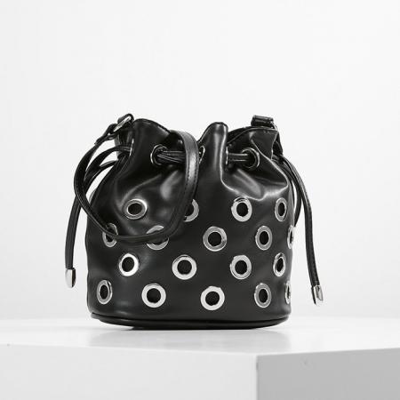 SHOPPING: 17 hippe schoudertasjes die je outfit opleuken