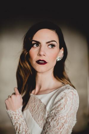Valse wimpers + donkerrode lipstick