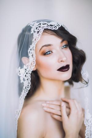 Koperkleurige oogmake-up + donkere lippen
