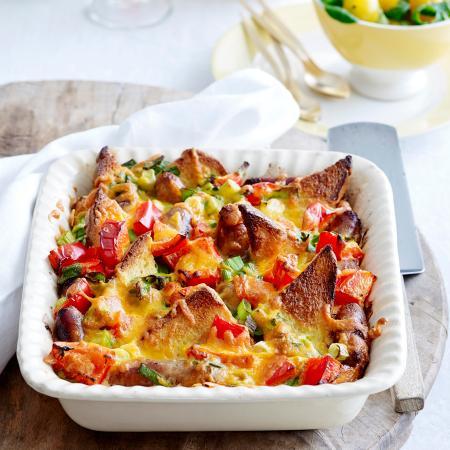 French toast-ovenschotel met worst en paprika