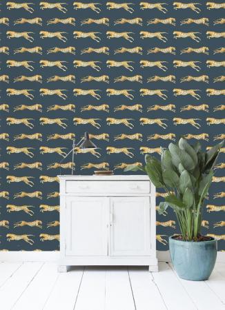 Vliesbehang met luipaarden in leerstructuur