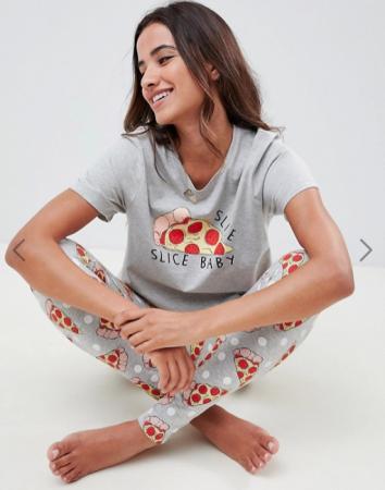 Grijze pyjama met pizza's