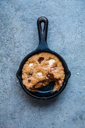 Eenpersoons triple chocolate chip cookie