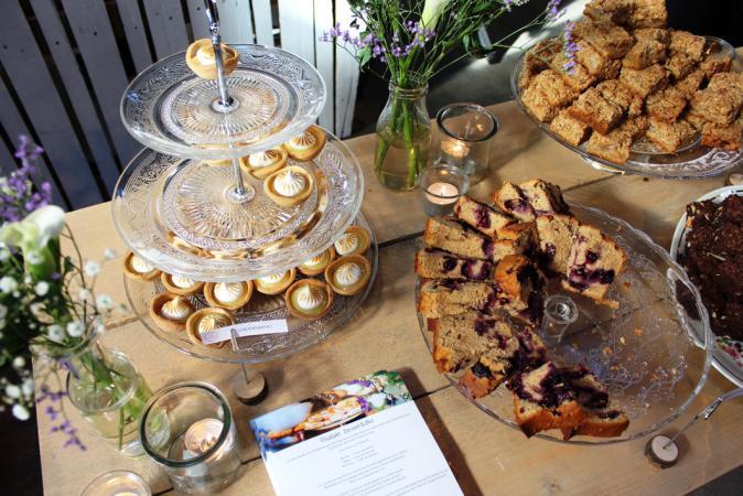 De bruidstaart: naked cakes al dan niet in combinatie met een dessertenbuffet