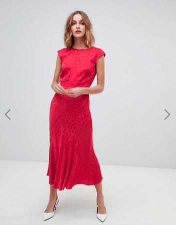 Rode midi-jurk met kapmouwen