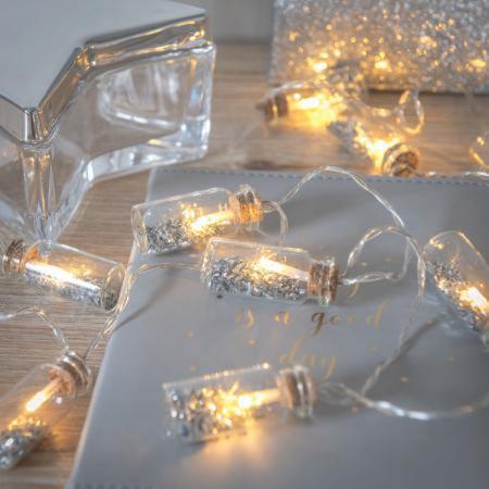 Lichtslinger met zilveren confetti