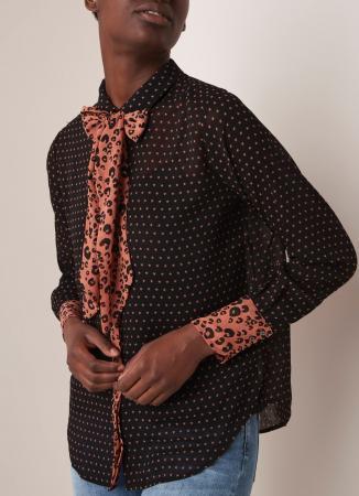 Zwarte blouse met sterrenprint en strik met luipaardmotief
