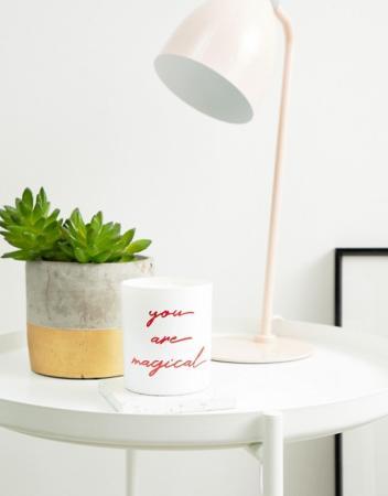 'You Are Magical'-geurkaars met granaatappel en wilde vijg