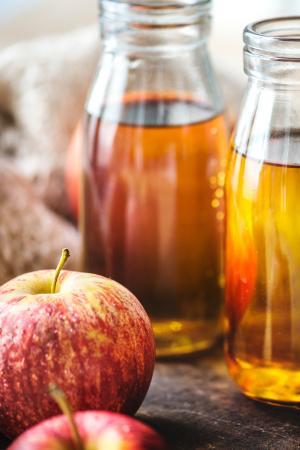 2. Voeg een scheutje appelazijn toe aan je water of thee