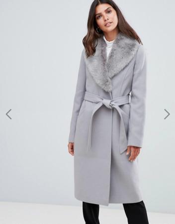 Grijze mantel met riem en matching afneembare kraag
