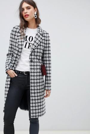 Zwart-wit geruite mantel