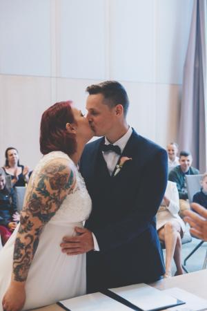 De eerste kus als man en vrouw