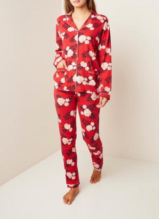 Rode pyjama met bloemenprint