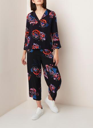 Zwarte pyjama met bloemenprint