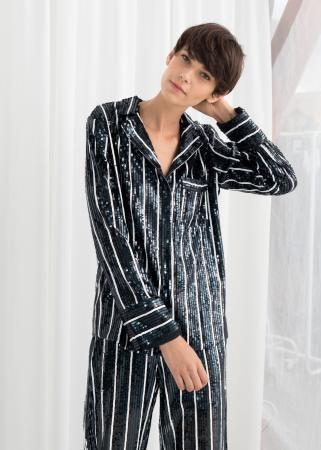 Nachtblauwe pyjama met streepjesmotief en pailletten