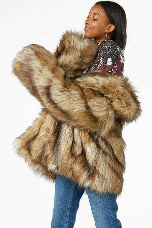 SHOPPING: 11 faux fur-jassen om je mee in te duffelen in dit koude weer