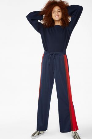 Marineblauwe sweatpants met rode streep