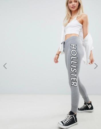Grijze sweatpants met opschrift 'Hollister'