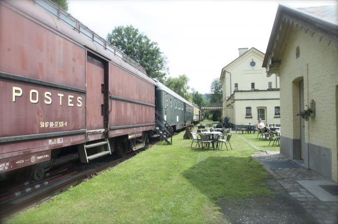 In een treinwagon – Plombière