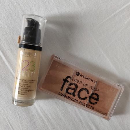 DAG 2: twee stuks vervallen of ongebruikte make-up