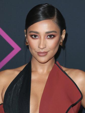 De bles is back: Shay Mitchell